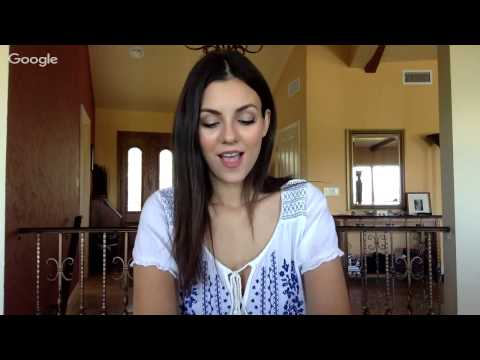 Victoria Justice LIVE CHAT (Q+A & No Kiss List Chat)
