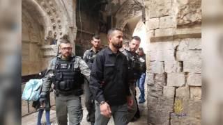ملاحقة قوات الاحتلال لحراس المسجد الأقصى