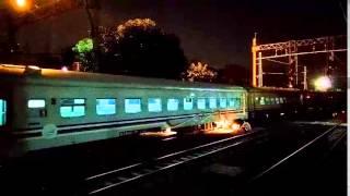 Langsiran Mundur Kereta Api Serayu Malam di Stasiun Pasar Senen