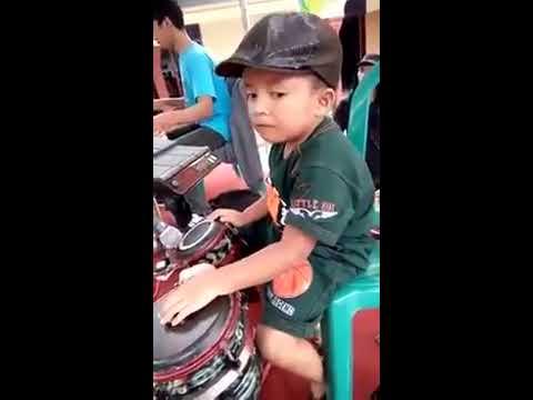 Pemain gendang cilik (kids jaman now)