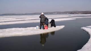 Лед оторвало с рыбаками, ханган