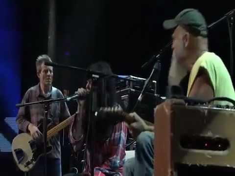 Seasick Steve live with Jack White & Alison Mosshart & John Paul Jones
