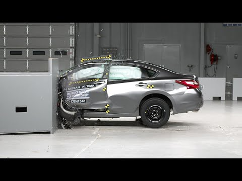 2016 Nissan Altima driver-side small overlap IIHS crash test