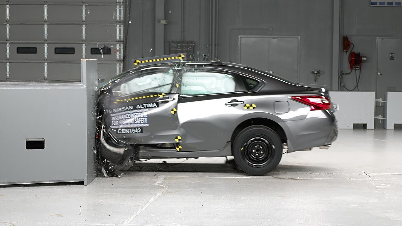 2016 Nissan Altima Driver Side Small Overlap IIHS Crash Test