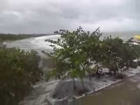 Typhoon Haiyan kills more than 1,000 in Philippines