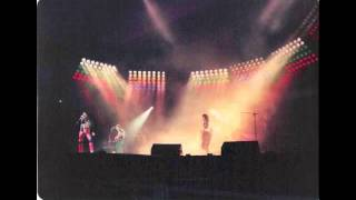 20. Another One Bites The Dust (Queen-Live In Montreal: 8/29/1980)