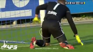FOOTBALL PLAYERS DESTROY THE NETS