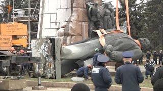 В Запорожье демонтировали памятник Ленину(В Запорожье демонтировали памятник Ленину. Работы по демонтажу начались утром 17 марта и продолжались без..., 2016-03-18T08:33:28.000Z)