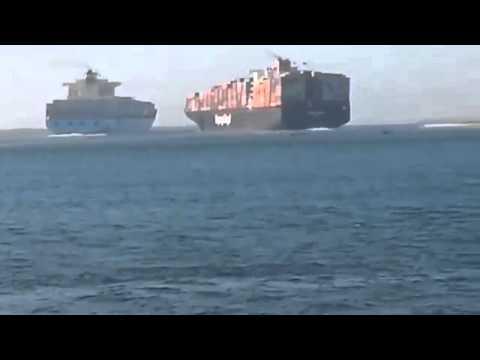 Accident entre deux navires dans le canal de Suez à Port Said