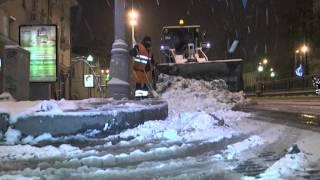 Уборка снега на улицах Екатеринбурга(Видео: ТВ