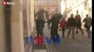 Topolanek - napadl novinare