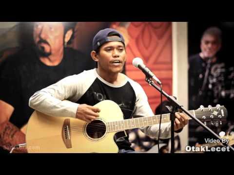 Oncom Hideung - alamku ( live at musicdilounge )