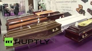 В Москве проходит Международная похоронная выставка(На ВДНХ открылась Международная похоронная выставка «Некрополь». На экспозиции представлены дизайнерские..., 2015-10-14T15:12:43.000Z)