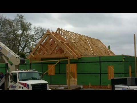 Setting Trusses With A Boom Lift Custom 12 12 Trusses 11 08 16 Youtube