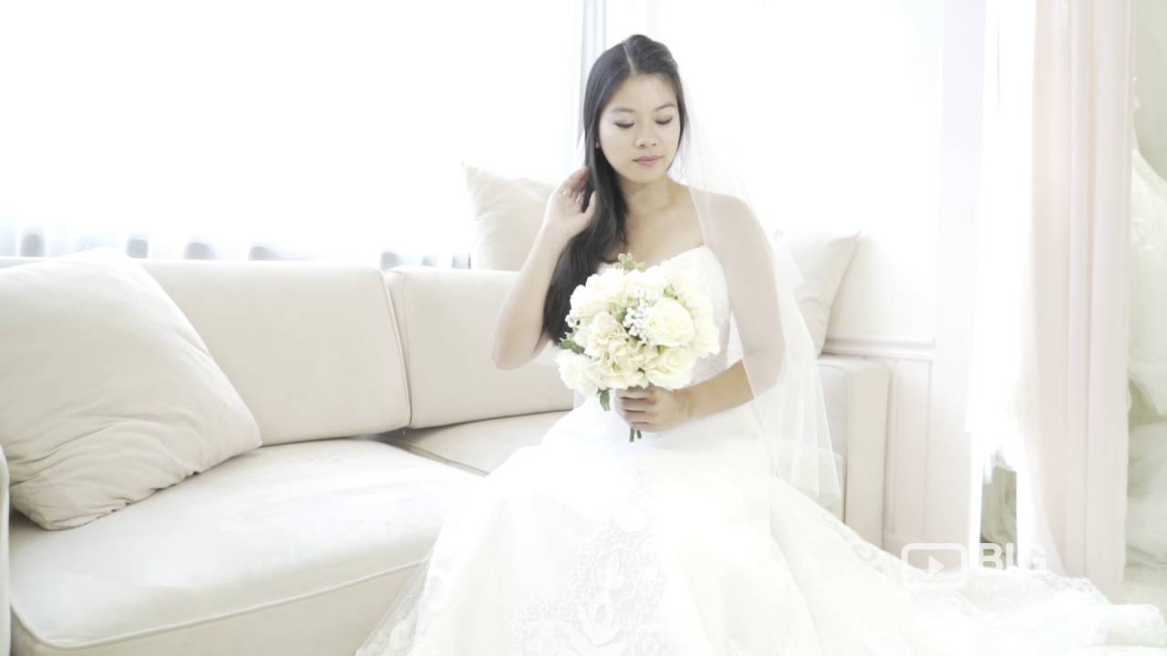 f7382bb37 Vis A Vis Bridal Shop in Hong Kong for Wedding Gowns and Dress Design