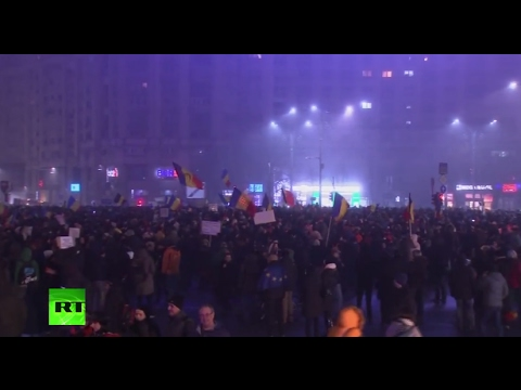 Romania protests: Crowds gather at Victory Square in Bucharest in biggest rallies since 1989