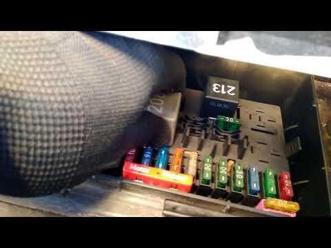 АУДИ 80 Б4 реле топливного насоса