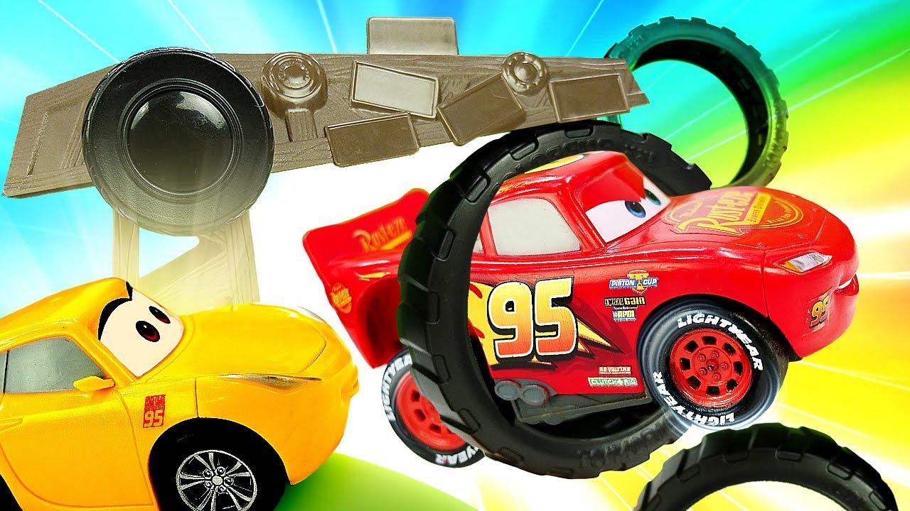 ¡Rayo McQueen y Cruz Ramirez hacen una carrera con obstáculos! Historias con coches