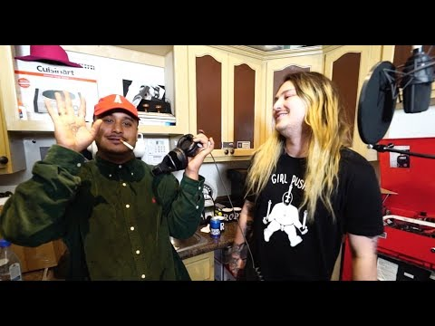 BB Sun - In The Kitchen with No Jumper