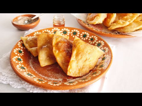 How To Make Sopaipillas - Mexican Pastry Dessert With Honey | Muy Bueno