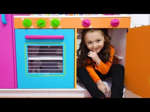 Öykü Wants to Play Hide and Seek - Funny Kid Oyuncak Avı