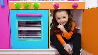 Öykü Wants to Play Hide and Seek - Funny Kid Oyuncak Avı