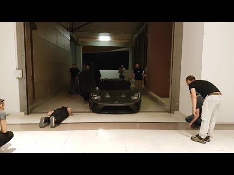 Πόσοι χρειάζονται για να μετακινήσουν ένα super car || Ford GT