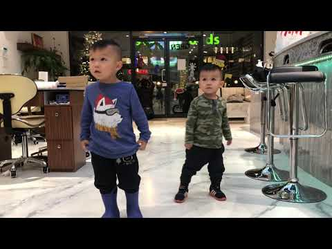 Hai Co Tien - Ethan Austin dancing to their favorite song
