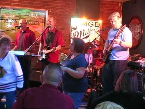Mike Kara Playing Bass with The StingRays at Rolli...