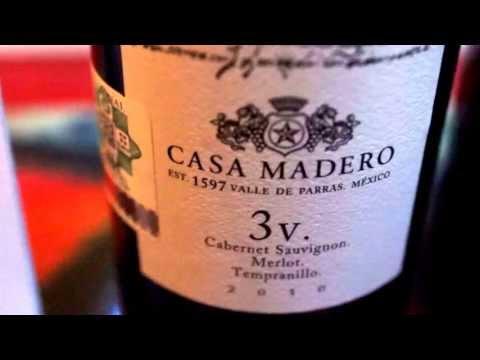 Vino casa Madero 3V y Marques  de Caceres en #RESTAURANT #SIROCCO #ACAPULCO - click image for video