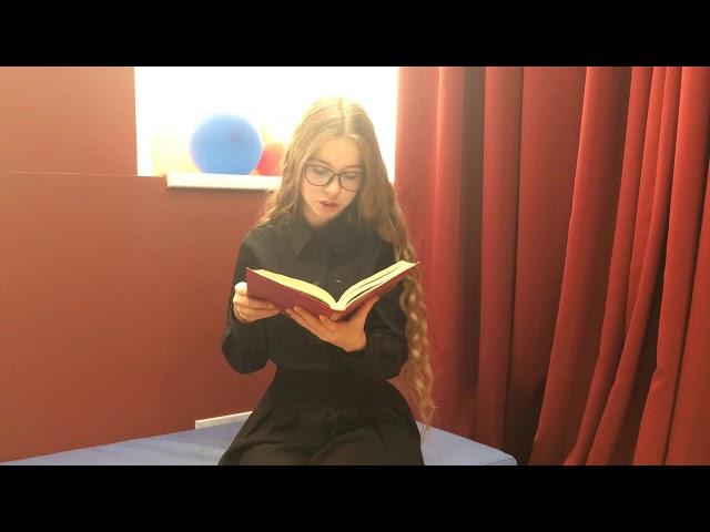 Изображение предпросмотра прочтения – АннаМюленберг читает произведение «Завеса» А.И.Солженицына