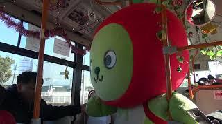 2017-12-03 バスに乗車するアルクマ in 上田バス