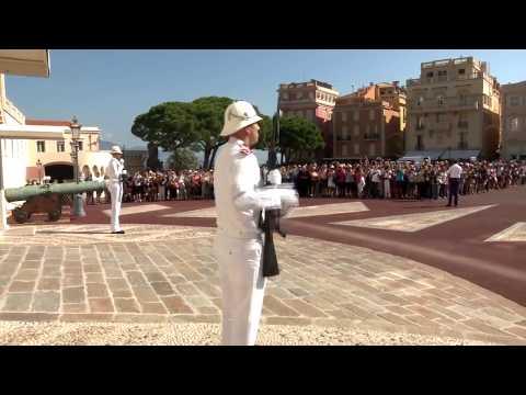 Concert des Carabiniers du Prince à la Place du Palais