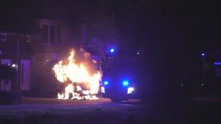 Brandweer Dongen blust uitgebrand bedrijfsbusje op de Brem in Dongen