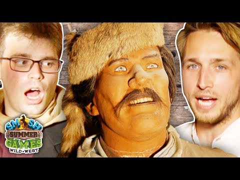 HAUNTED WAX MUSEUM TOUR! (Smosh Summer Games)
