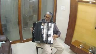 Hai Apna Dil to Awara Instrumental on Roland V Accordion FR-8X
