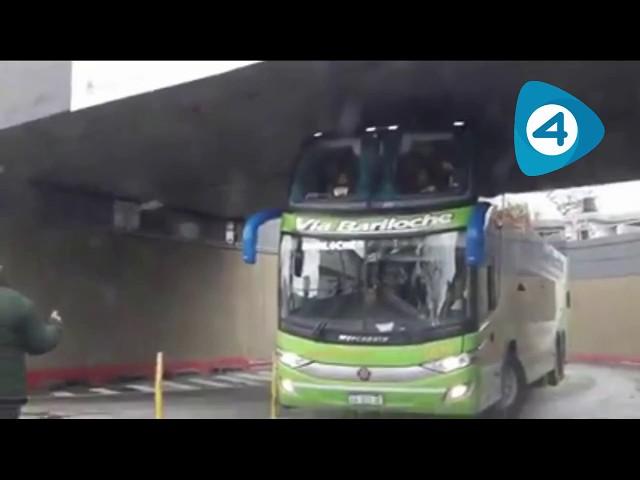 Quilmes: Molina y Dietrich inauguraron el bajo vías de Ezpeleta pero un micro casi no pasa por el túnel