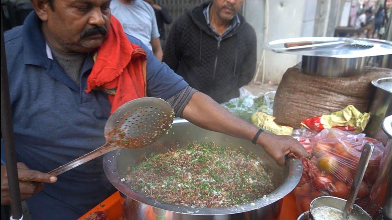 35 Year Old Famous Chana Wala of Varanasi | Indian Street Food
