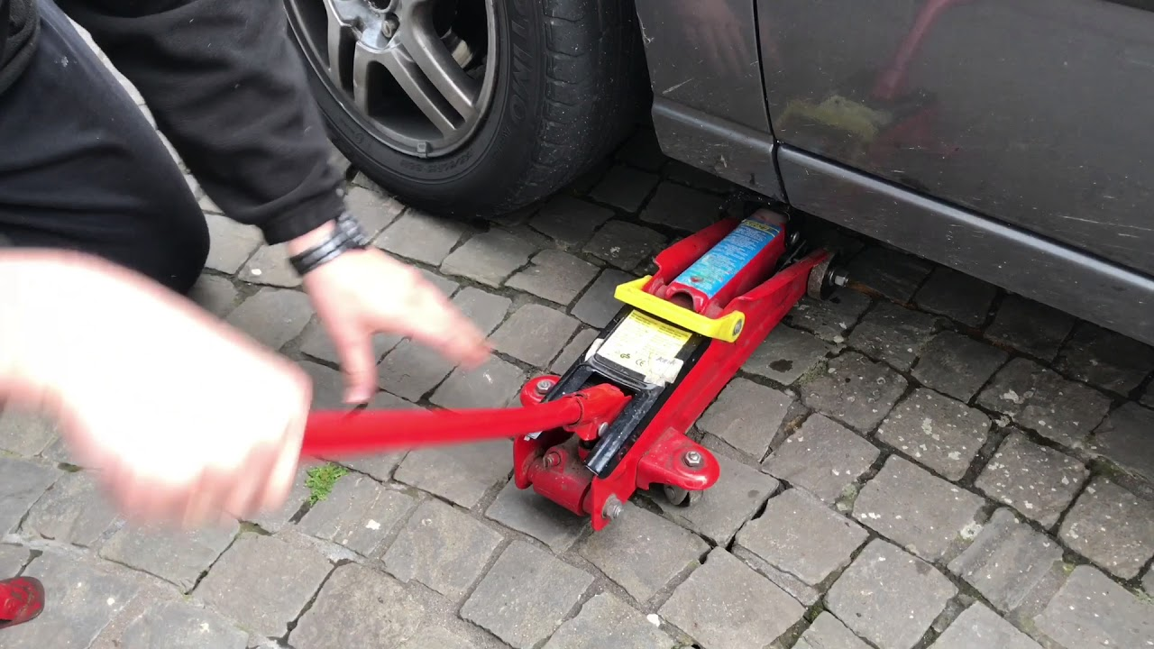 how to lift a car ford focus with a car jack front version diy [ 1280 x 720 Pixel ]