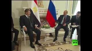 لحظة لقاء الرئيس الروسي فلاديمير بوتين مع نظيره المصري محمد مرسي