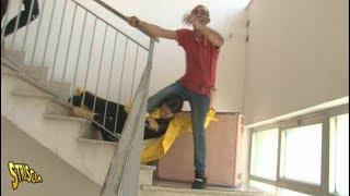 Striscia la Notizia: Stefania Petyx SPINTONATA giù dalle Scale a Palermo - Ecco cosa è successo
