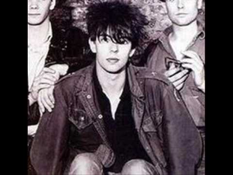 Ian McCulloch sings Suzanne