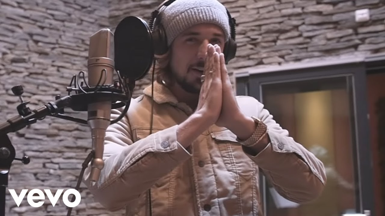 Download D.A.M.A - A Veces ft. Andrés Dvicio