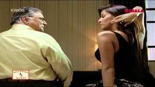 Neha Dhupia tries to seduce an oldy -  De Dana Dan