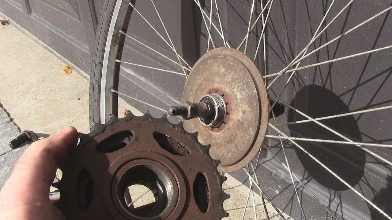 How To Change A Freewheel Cassette On A Bicycle Youtube