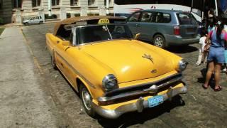 Gambar cover CLASSIC CARS OF CUBA - Pre-1960's American Cars in Havana