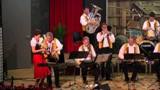 Blaaskapel Freunde Echo uit Overloon (NL) instrumenten parade
