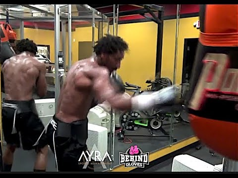 DEMETRIUS ANDRADE RIPPED, POWERFUL AND READY FOR BILLY JOE SAUNDERS (GYM FOOTAGE)
