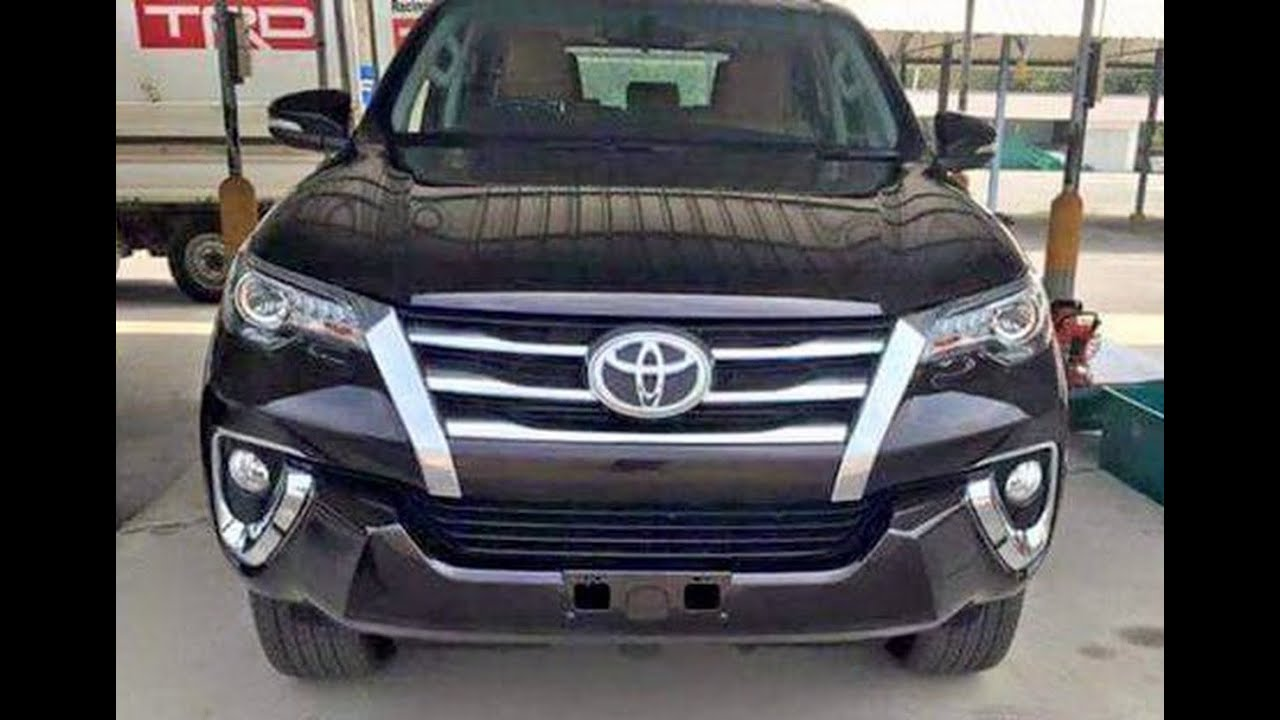 2017 Toyota Fortuner Facelift : First Look