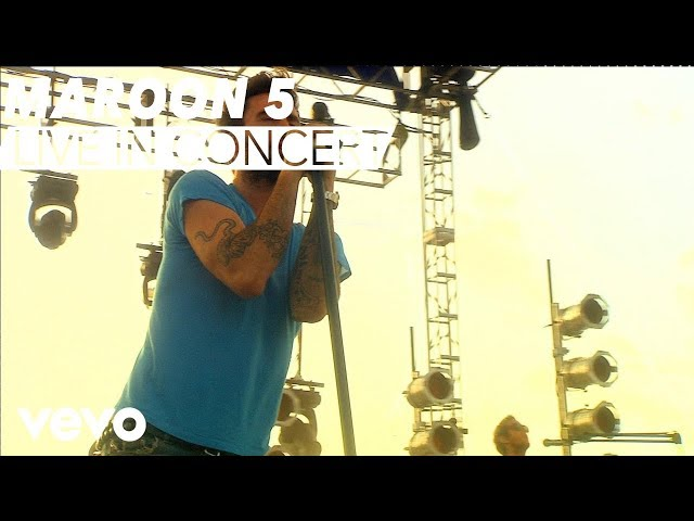 Maroon 5 - Moves Like Jagger (VEVO Carnival Cruise)